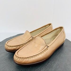 SAS women's rose gold leather loafers size 8M